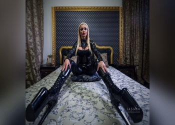 Live Face-sitting Adventure with MistressGiaDevon